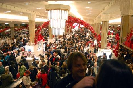 الجمعة السوداء، جمعة اقتحام المتسوقيين للأسواق الأمريكية و موسم التخفيضات الجنونية (8)
