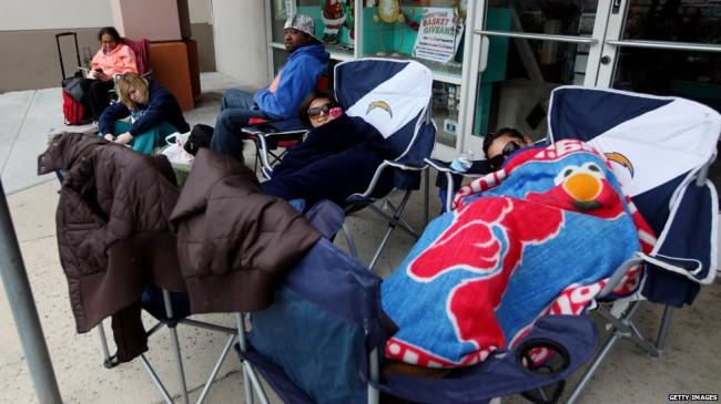 الجمعة السوداء، جمعة اقتحام المتسوقيين للأسواق الأمريكية و موسم التخفيضات الجنونية (18)