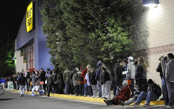 الجمعة السوداء، جمعة اقتحام المتسوقيين للأسواق الأمريكية و موسم التخفيضات الجنونية (5)
