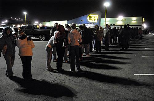 الجمعة السوداء، جمعة اقتحام المتسوقيين للأسواق الأمريكية و موسم التخفيضات الجنونية (10)