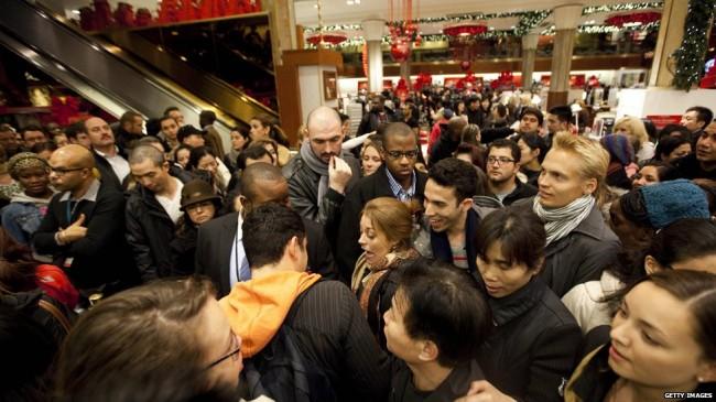 الجمعة السوداء، جمعة اقتحام المتسوقيين للأسواق الأمريكية و موسم التخفيضات الجنونية (15)