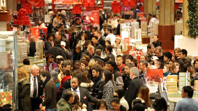 الجمعة السوداء، جمعة اقتحام المتسوقيين للأسواق الأمريكية و موسم التخفيضات الجنونية (12)