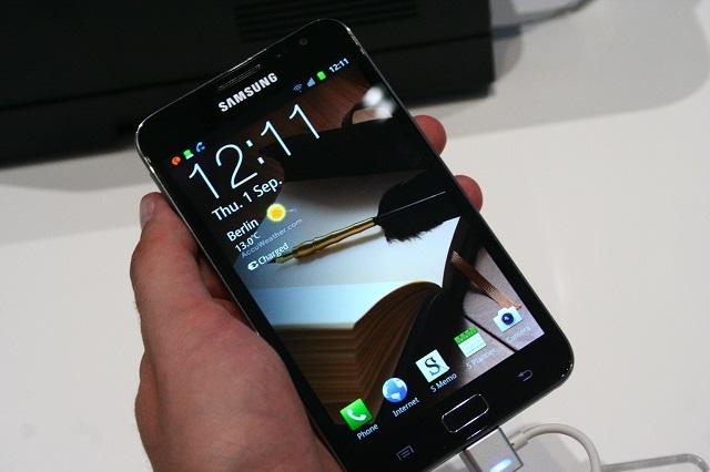 بالصور والفيديو مواصفات اسطورة الهواتف 249.jpg