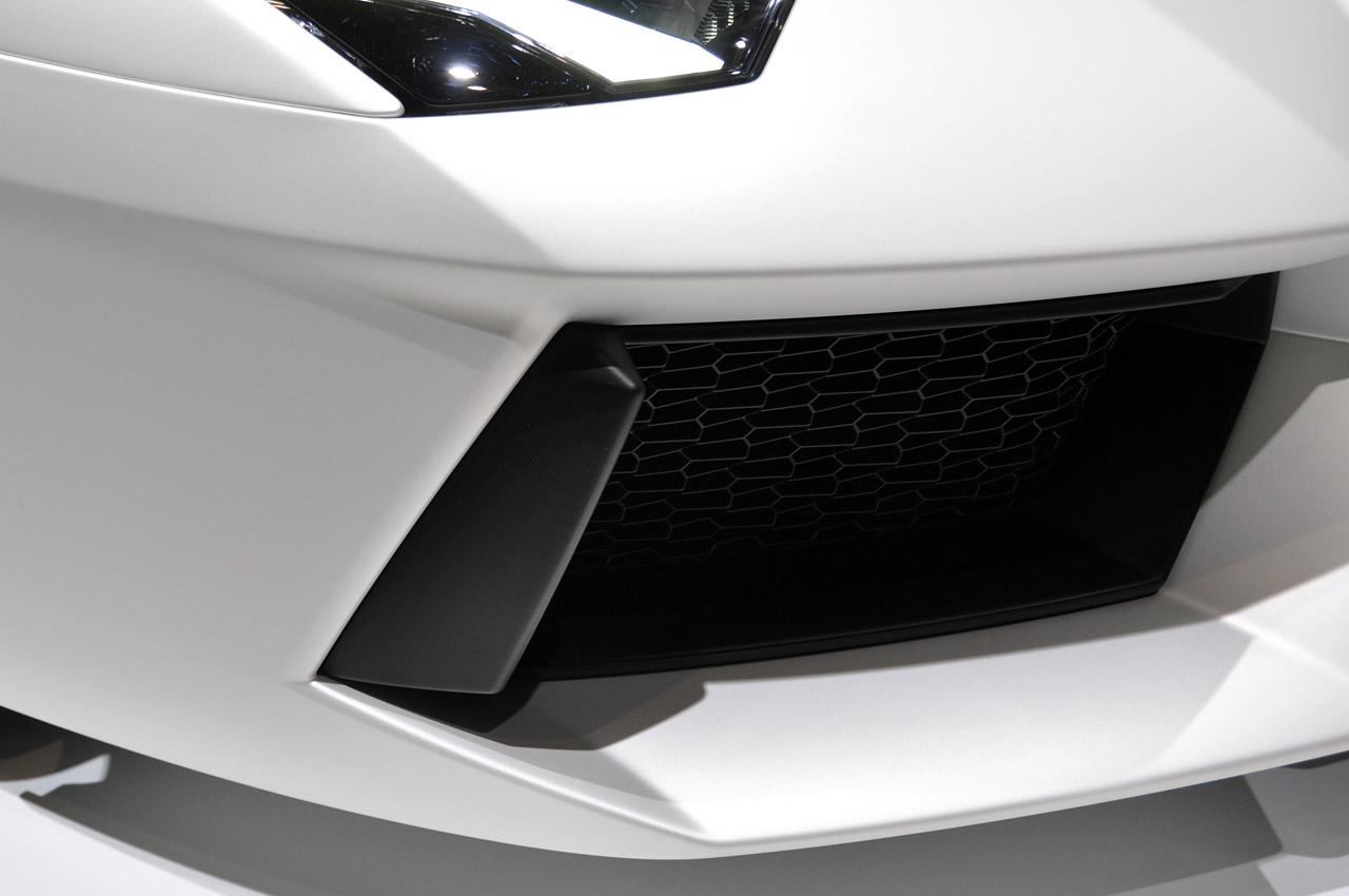 Lamborghini Aventador LP700-4 231.jpg