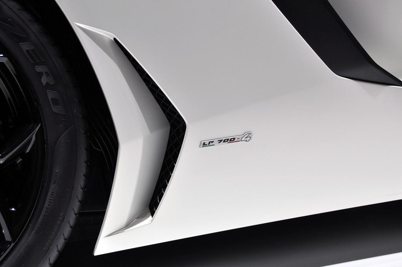 Lamborghini Aventador LP700-4 238.jpg