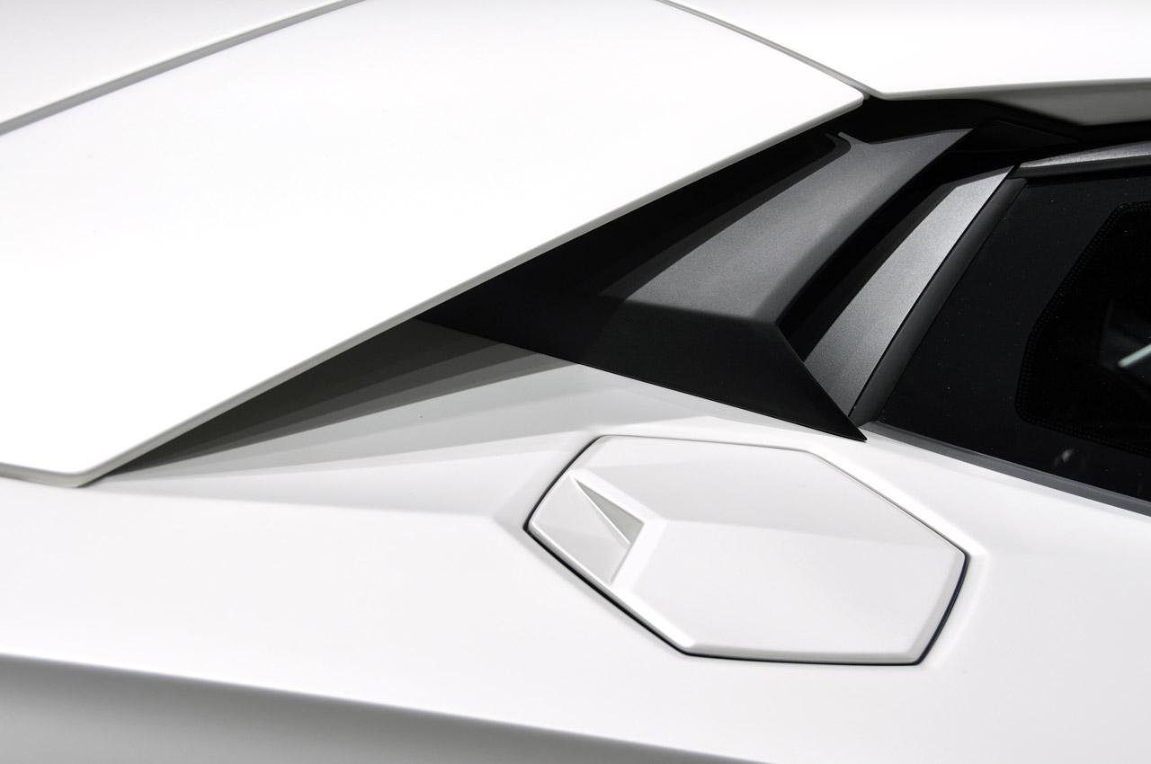 Lamborghini Aventador LP700-4 239.jpg
