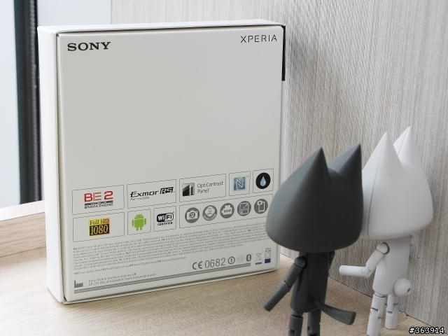 بالصور الصندوق أنبوكسينـق لرائعة Xperia 22.jpg
