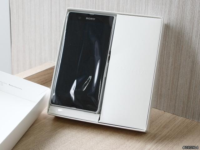 بالصور الصندوق أنبوكسينـق لرائعة Xperia 24.jpg