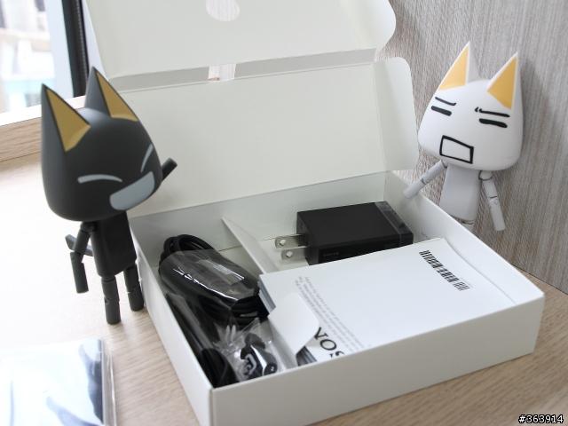 بالصور الصندوق أنبوكسينـق لرائعة Xperia 28.jpg