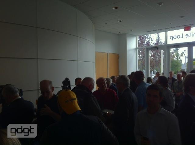 بالصور الفيديو للأعلان الجديد iphone 9179.imgcache.jpg