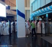 طوابير و زحام لاقتناء أجهزة الآي فون الجديدة بالسعودية
